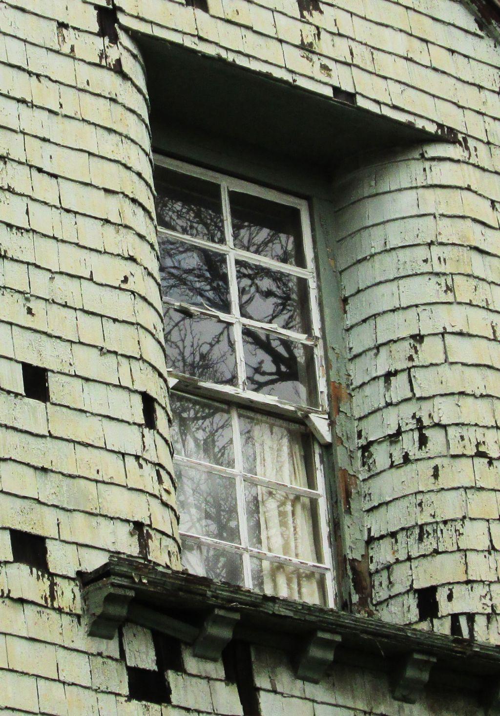 Altes Fenster benötigt dringend energetische Sanierung
