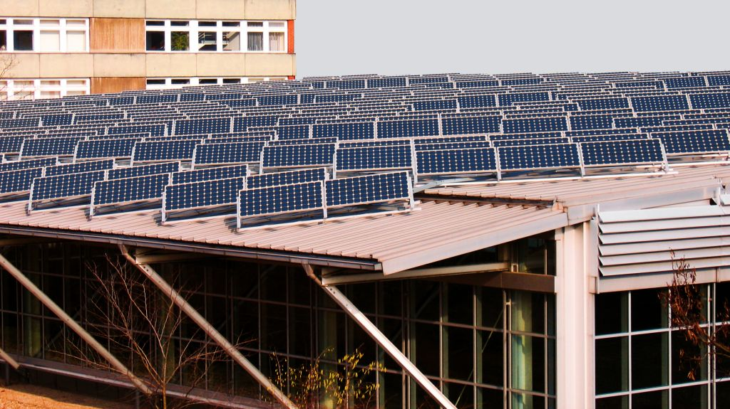 Solaranlage auf Dach von KMU