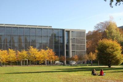 Technische Universität Dresden mit Parkanlage