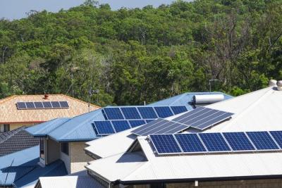 Wohnsiedlung (Quartier) mit zahlreichen Photovoltaikanlagen