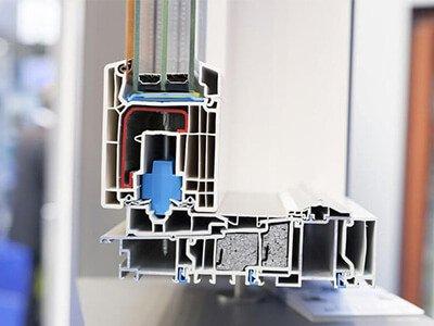 Wärmedichtes Fenster mit 3-fach-Verglasung