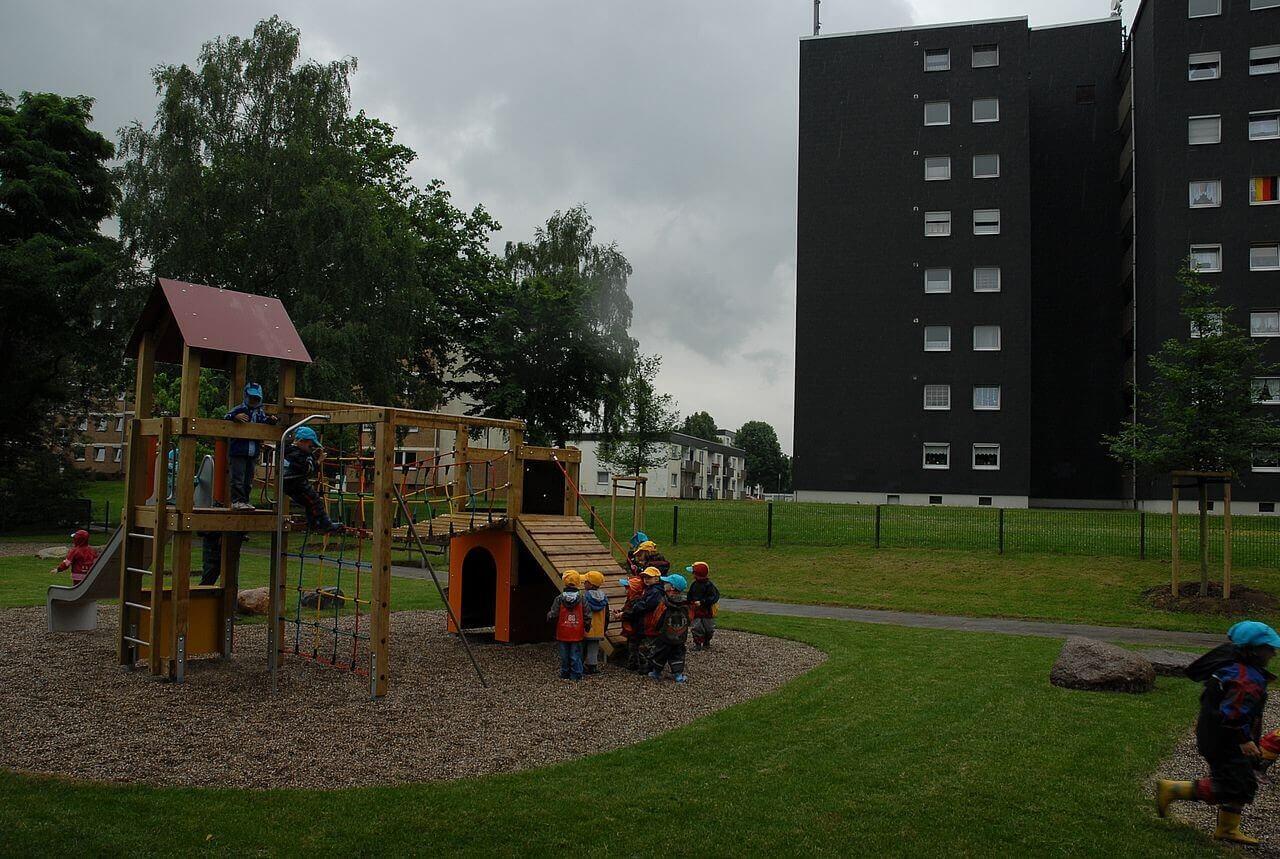 Wohnblock und Spielplatz in Horrem