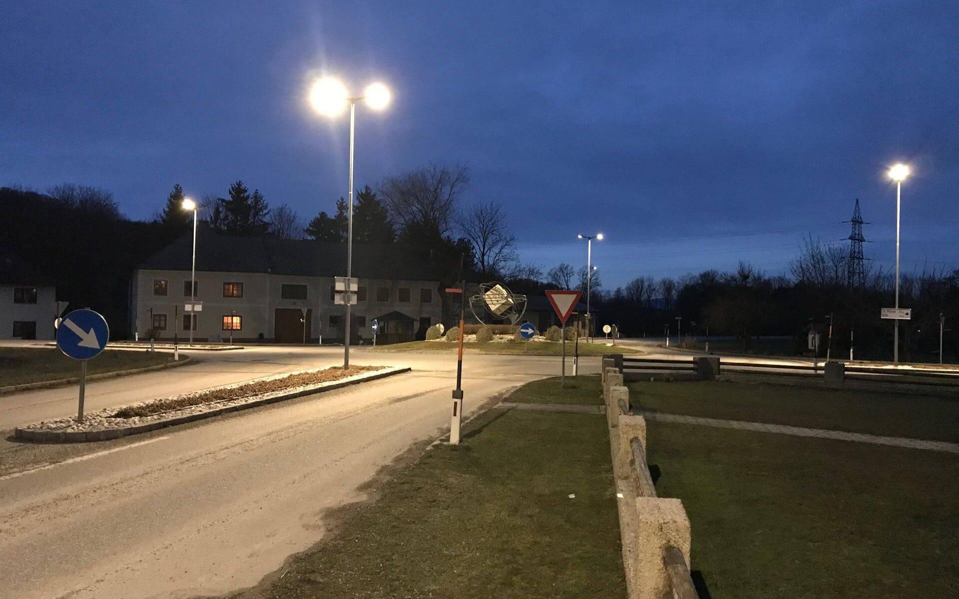 Kreisverkehr in Mank mit smarter Straßenbeleuchtung