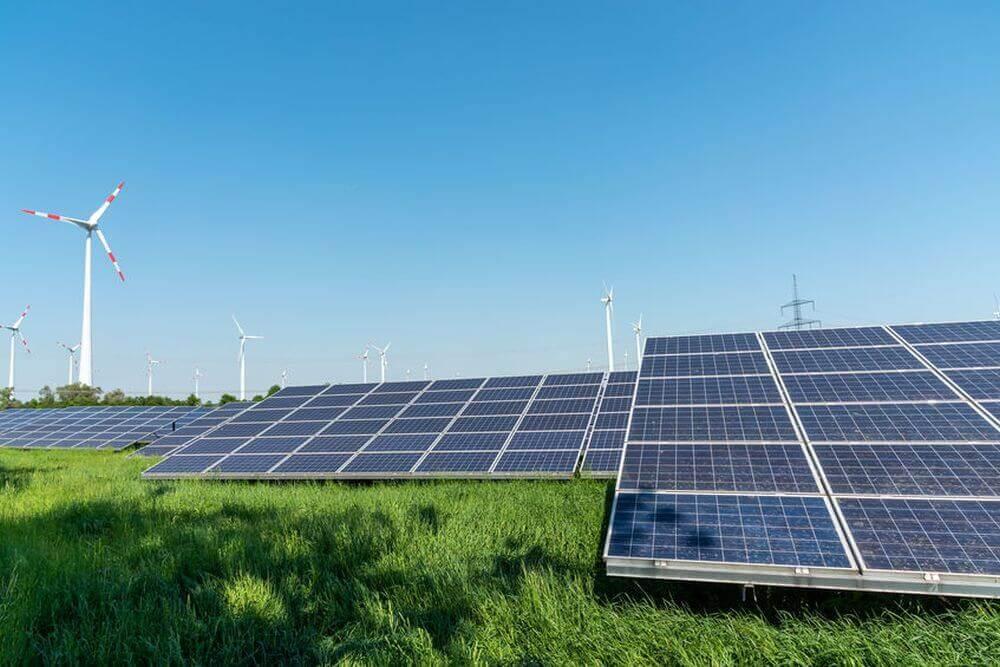 Windenergie und Solar nebeneinander