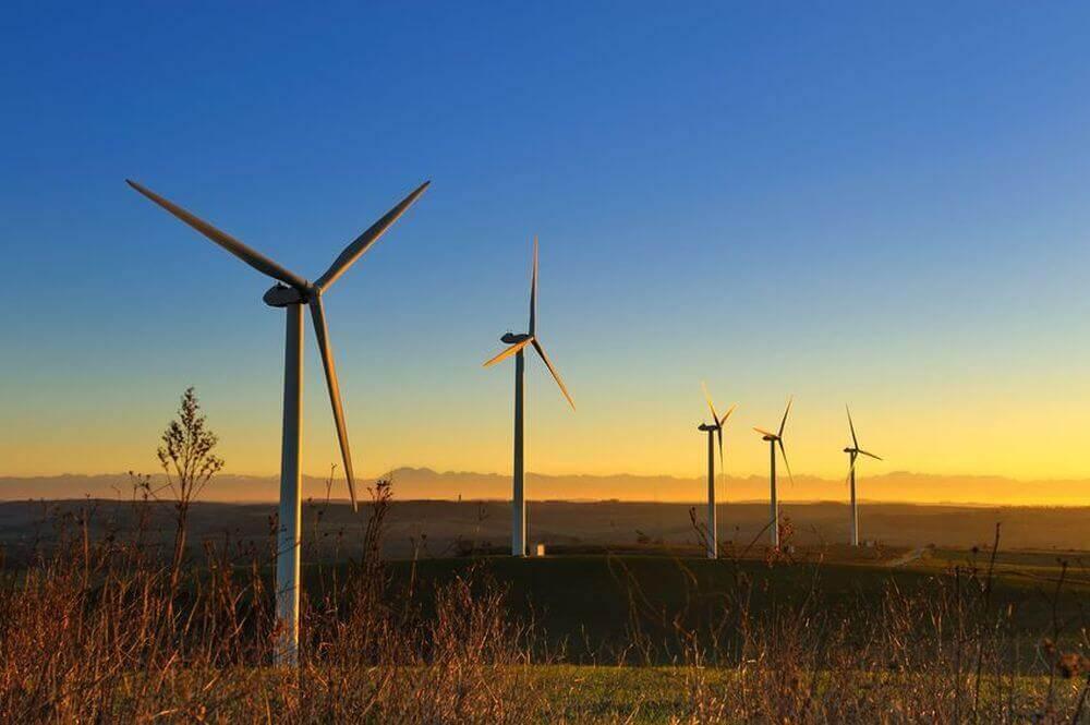 Windkraftanlagen in der Morgendämmerung