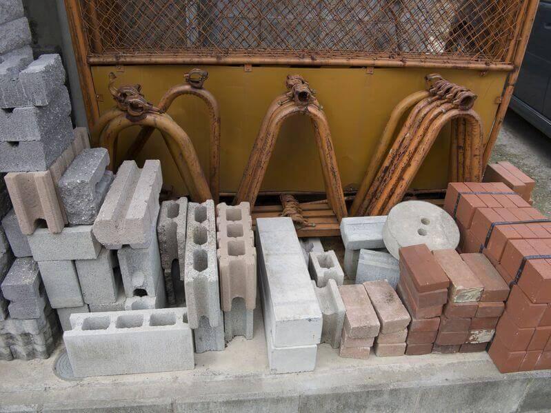 Verschiedene Baustoffe für das Recycling
