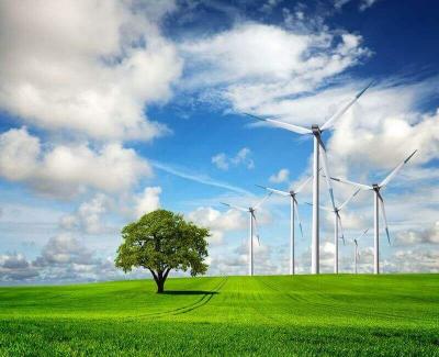 Windrad in der Natur erzeugt Ökostrom