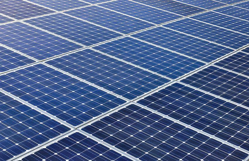 Blaue Zellen einer Photovoltaikanlage